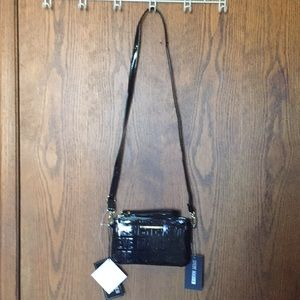 NWT STEVE MADDEN CHARGING CROSS BODY/ WRISTLET